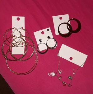 NWOT Bundle earrings